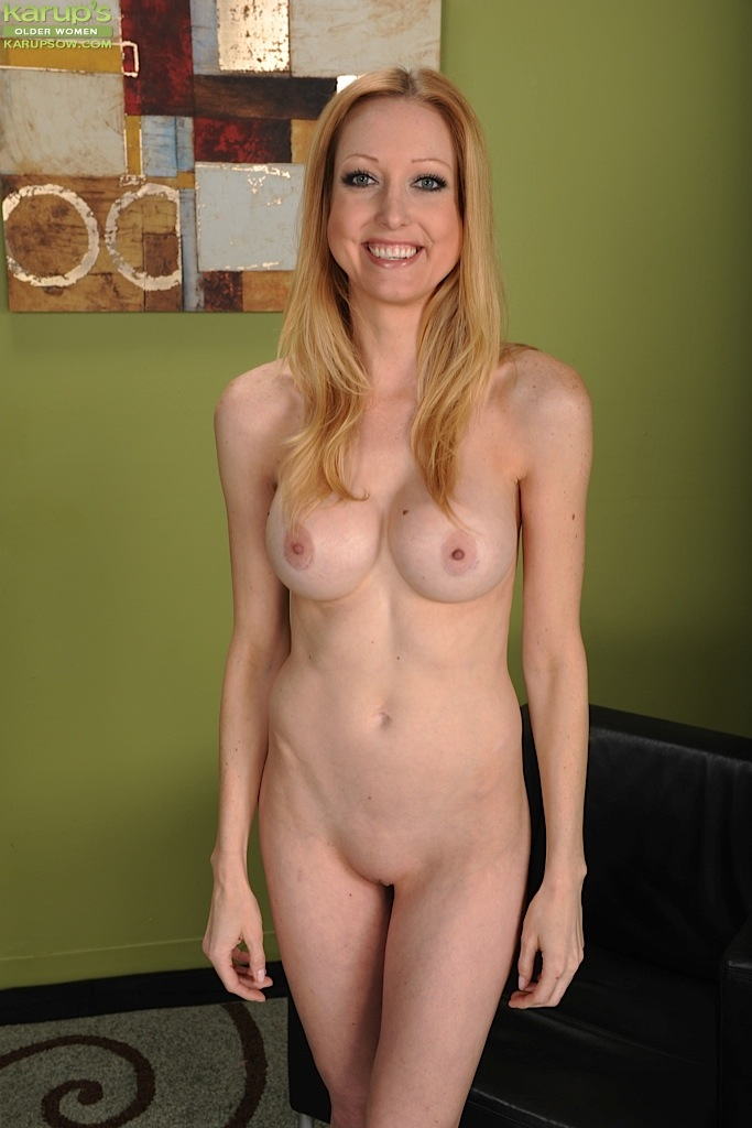 Can recommend Nude asian girl famile