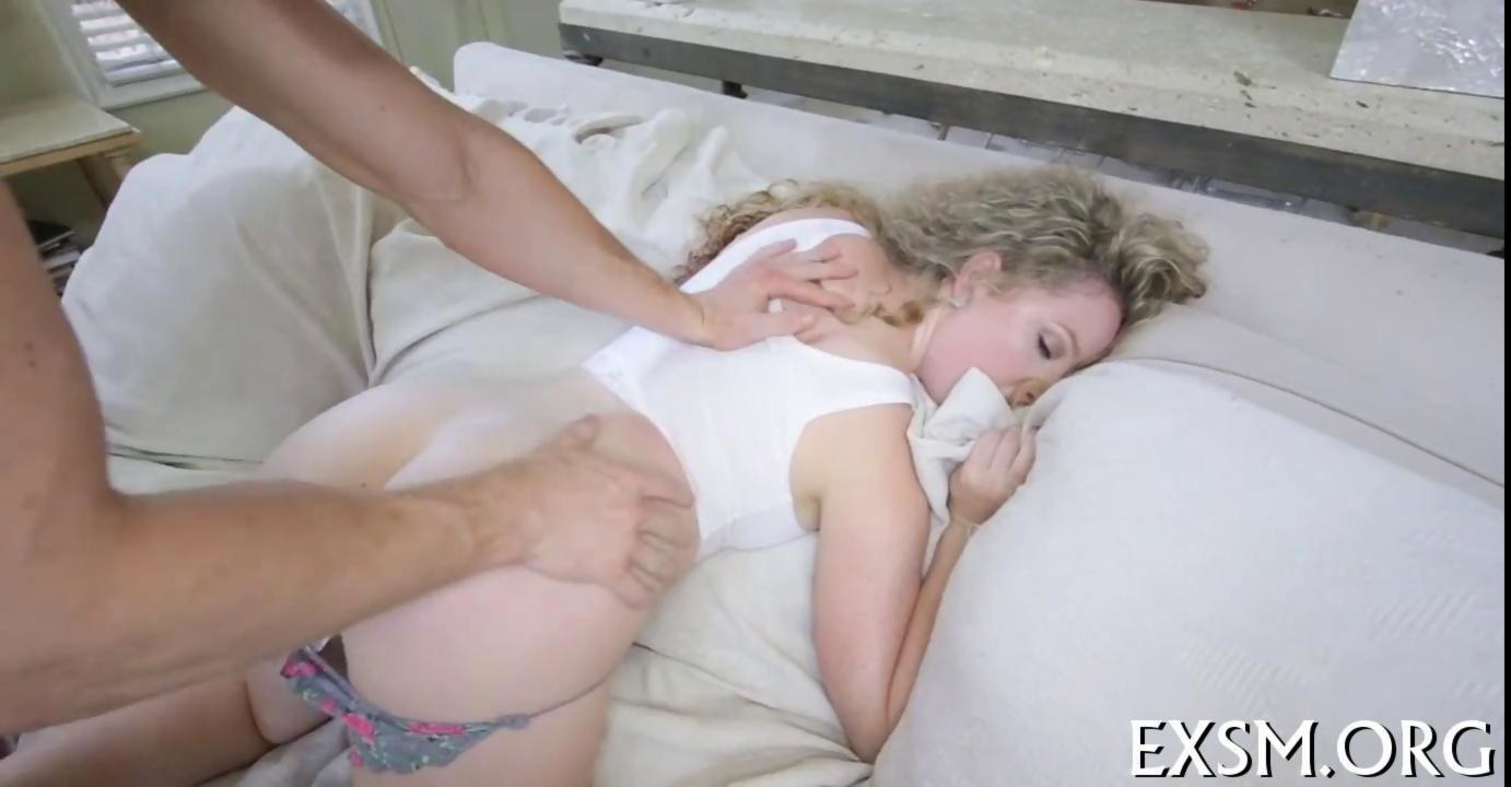 Wifes white lick penis and facial